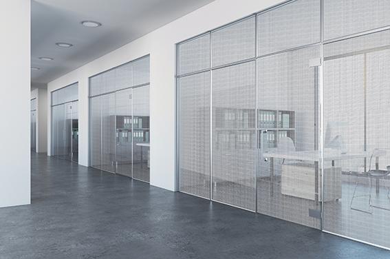 Designglas in Metalloptik bei Schwanglas