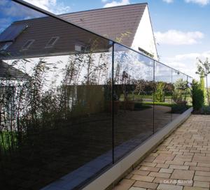 Sichtschutz aus Echtglas bei Schwanglas